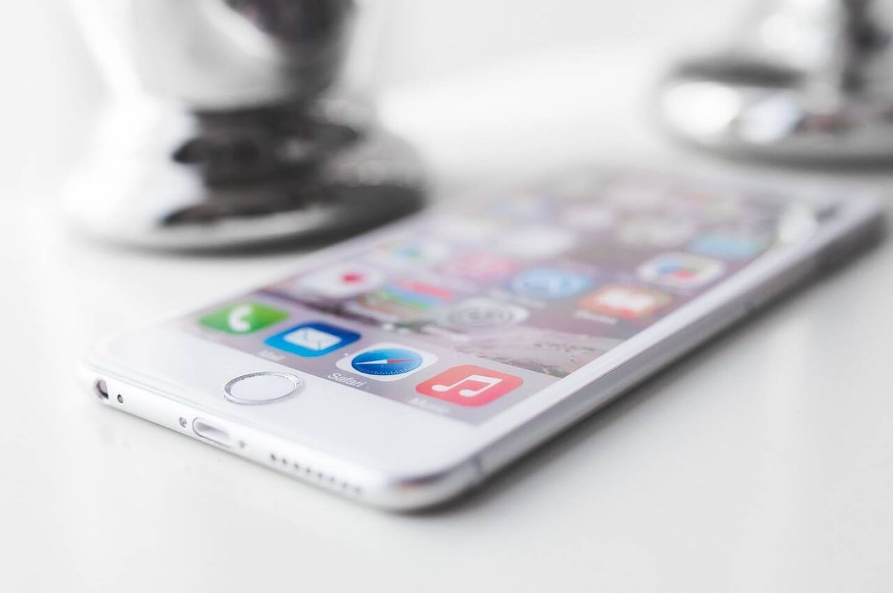 iphone en mesa